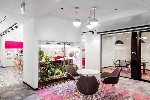 Конструкции NAYADA украсили офис французской компании